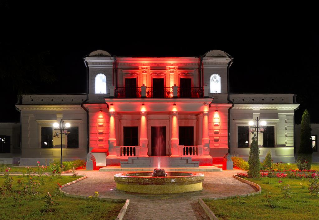 Круглий двір — пам'ятка архітектури міста Тростянець, Фото